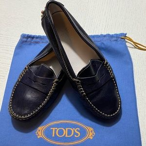 ‼️POSH PARTY SPECIAL‼️was$185 now $125….24hrs only….TODS Junior Leather Shoes